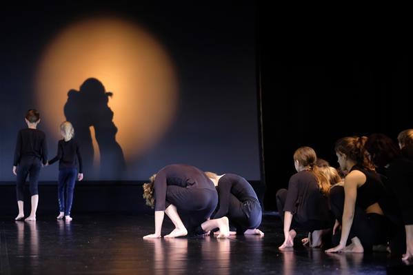 Uden grænser #Sønderjylland Suite (uddrag).  En dansk tysk dansefortælling om grænser og fællesskab